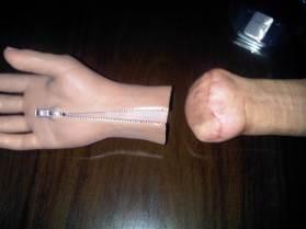 Tangan palsu glove